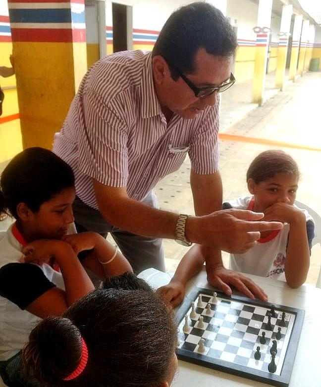 Secretário de Educação visita mais uma escola da RedeMunicipal