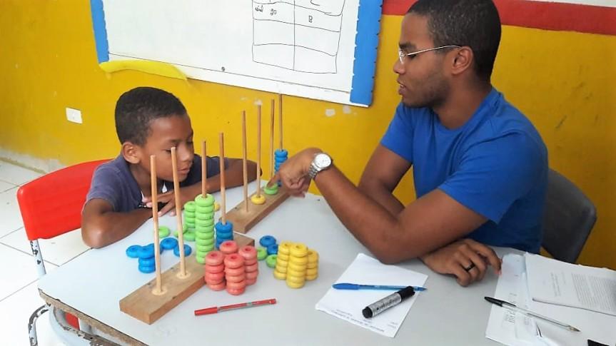 """""""Ábaco"""" ilustra aula sobre Sistema de NumeraçãoDecimal"""