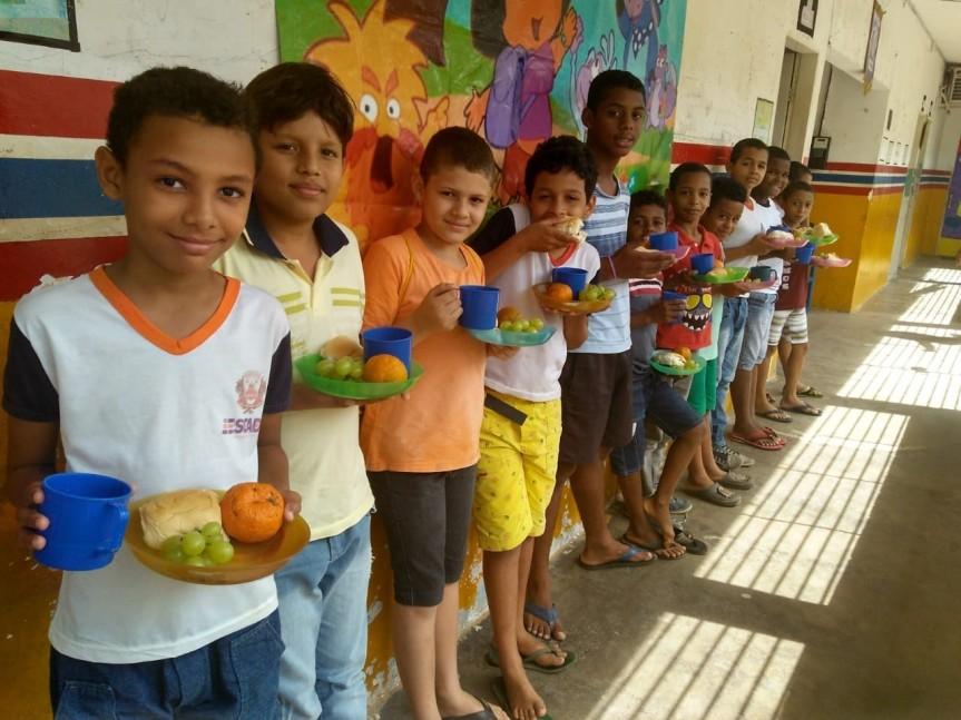 Escolas do município garantem merenda especial no Dia doEstudante