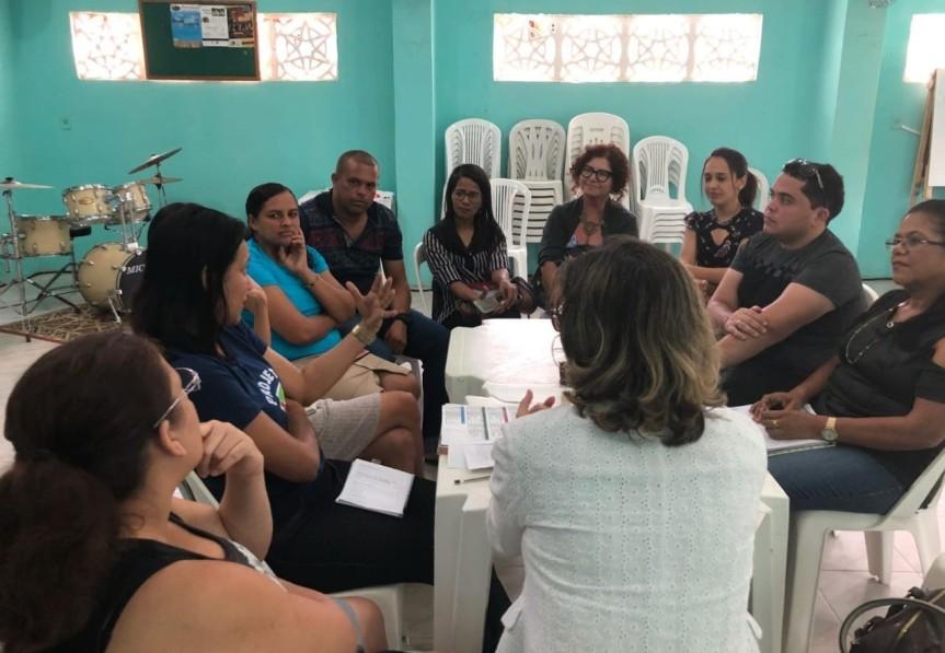 Encontro reúne Secretaria de Educação e MovimentoSociais