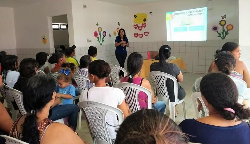 Reunião de pais e mães no CEMEI fortalece relação família eescola