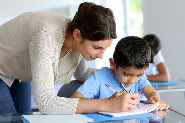 aluno-estudante-professor-professora-sala-de-aula-colegio-escola-teste-prova-tarefa-licao-©-goodluz-Fotolia