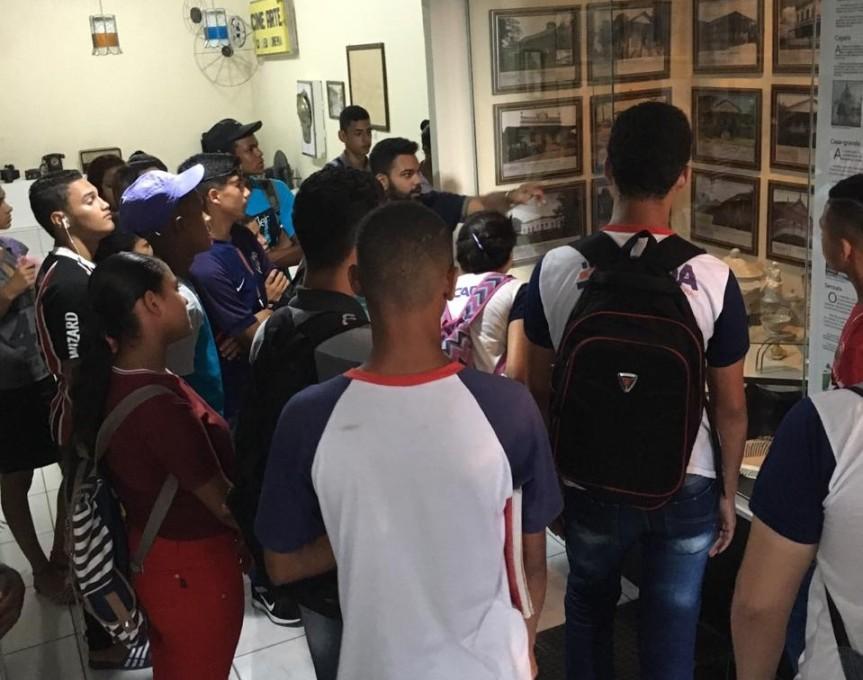 Alunos da Escola Barão de Suassuna visitam o Museu CíceroDias