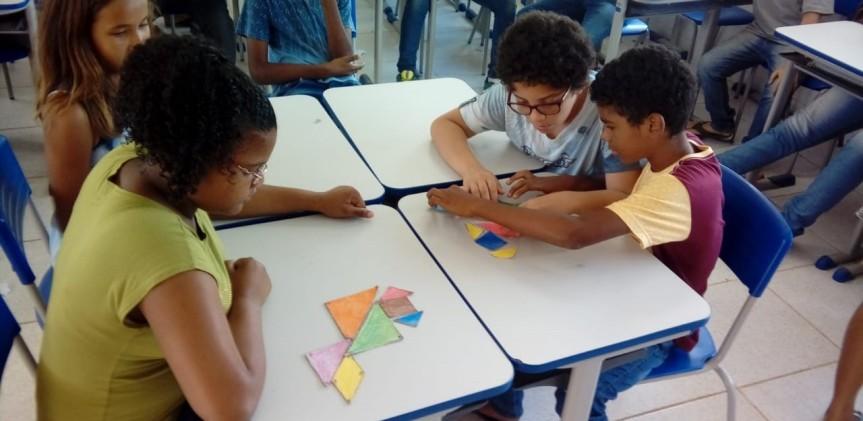 Tangram movimenta aula de matemática na Escola CíceroDias