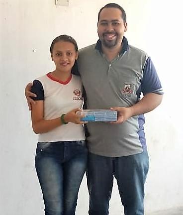 Escola Gerôncio Falcão premia aluna destaque no 3ºBimestre