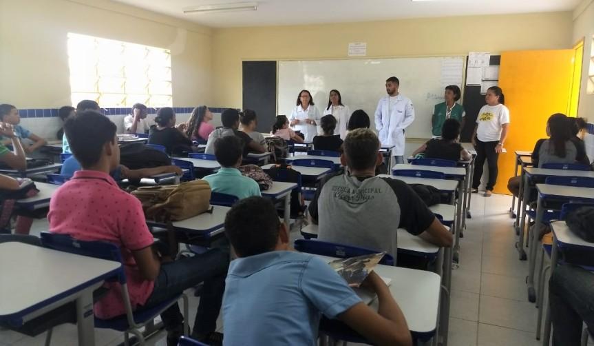 Uso de celular é tema de saúde na Escola CíceroDias