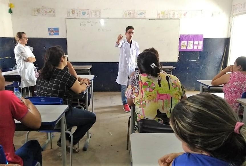 Equipe de saúde visita e faz palestra na Escola Dr. JoséHenrique