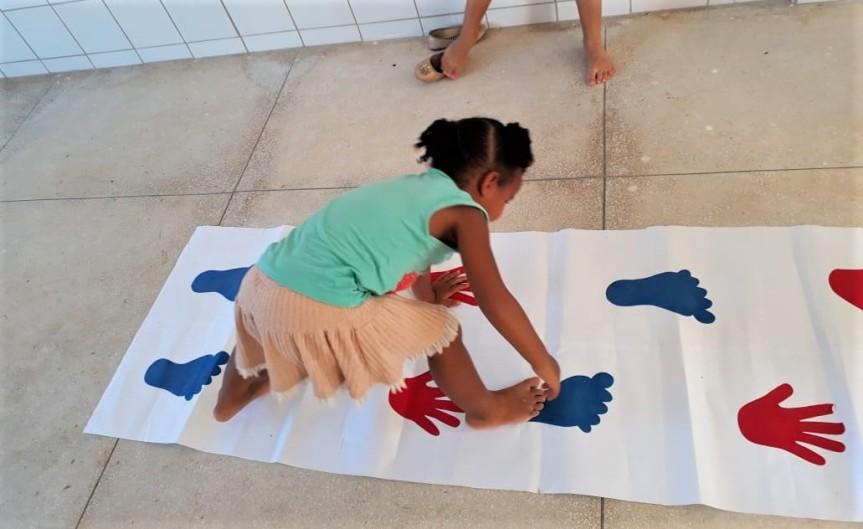 Movimento, comunicação e  expressão em atividades noCEMEI