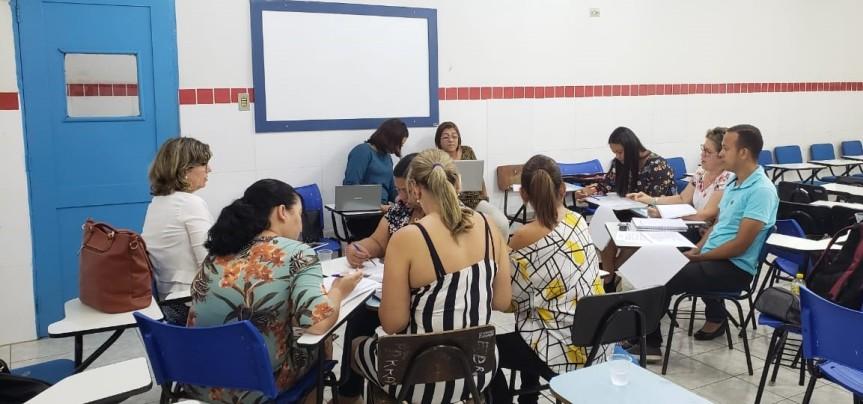 Professores trabalham na validação do Novo Currículo paraEscada