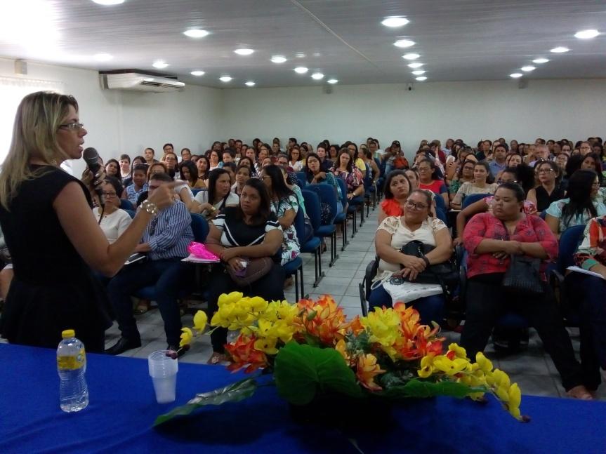 Palestra sobre Currículo abre primeiro dia de Formação emEscada