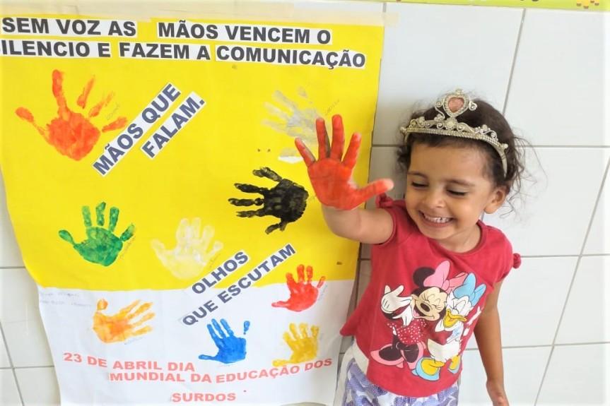 Crianças do CEMEI vivenciam o Dia da Educação paraSurdos
