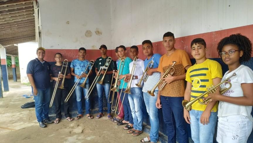 Instrumentos reforçam aulas de música emMassauassu