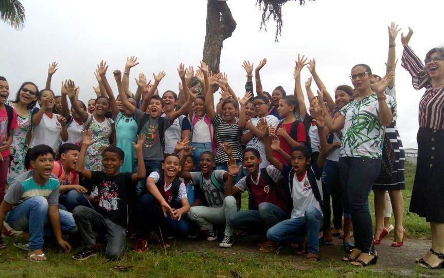 Dia de plantio mobiliza estudantes em defesa do MeioAmbiente
