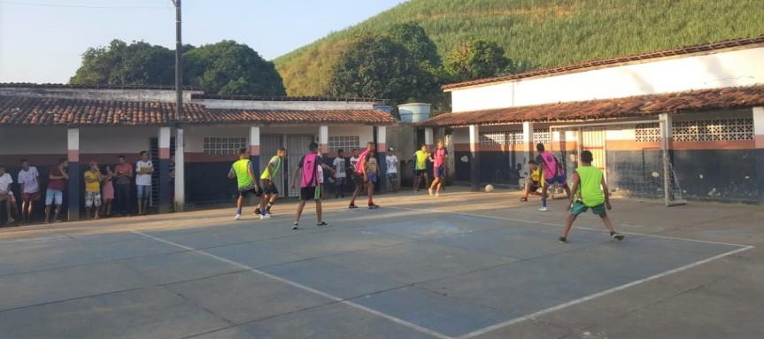 Escola em Massauassu une estudantes em gincana etorneios