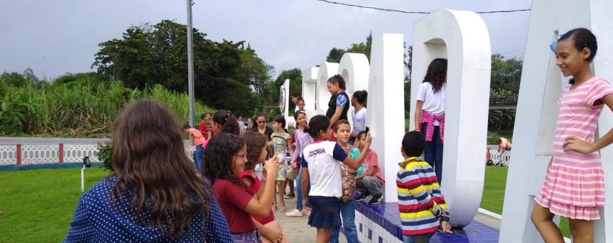 Alunos de Jaguaribe vistam prédios e espaços públicos emEscada