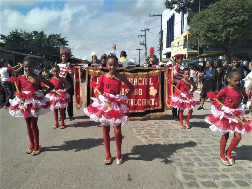 Bandas de Escada participam de desfile emRibeirão