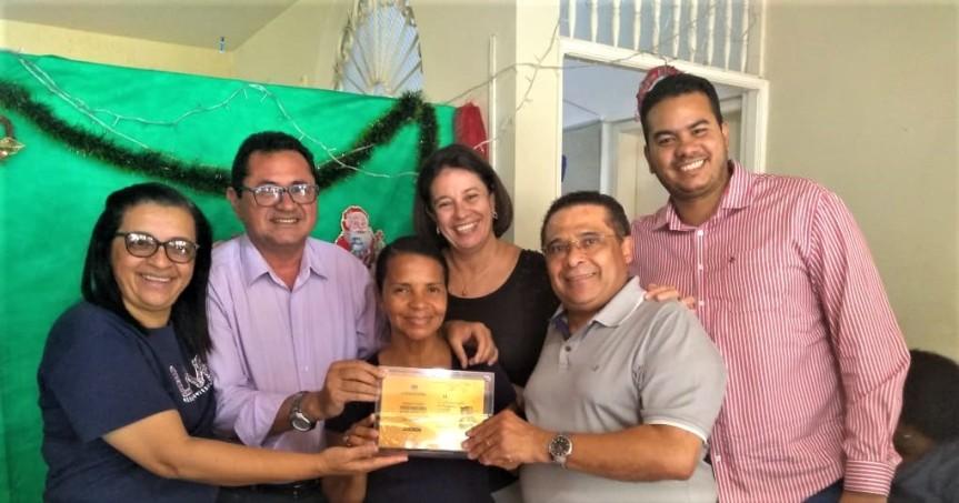 Cerimônia une reconhecimento e esperança na Educação deEscada